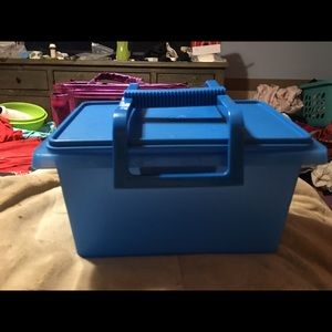 BNWT TUPPERWARE Carry-All Storage Container
